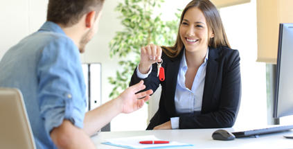 woman handing keys over to client